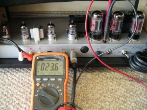 Now measuring the bias voltage on each power tube.